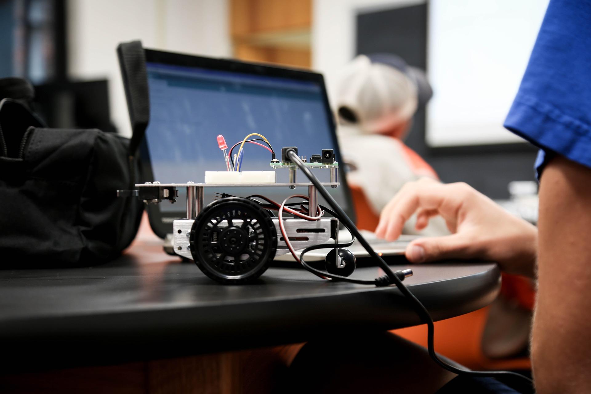 Clases de Robótica y Desarrollo de Videojuegos con Arduino